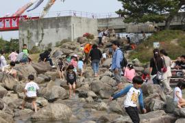 親水公園で水遊び