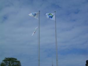 勝者の市旗を掲揚