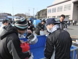 市職員による給水活動