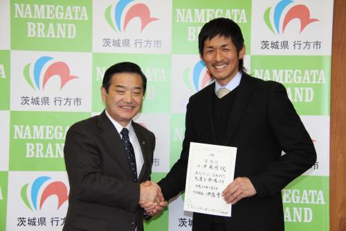 小澤英明さんが伊藤市長を表敬訪問