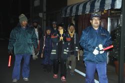 消防団と小学生による夜回り