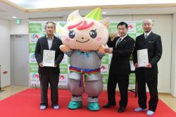 グランプリを受賞した渡辺さんと高田さん