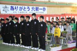 思い出の校歌を全校児童で合唱