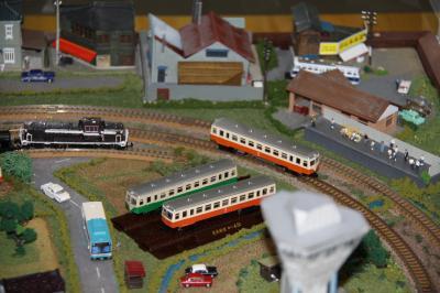 鹿島鉄道の車両模型を再現したジオラマ