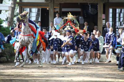馬と神輿の勇壮な戦い