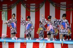 子どもたちによる舞踊
