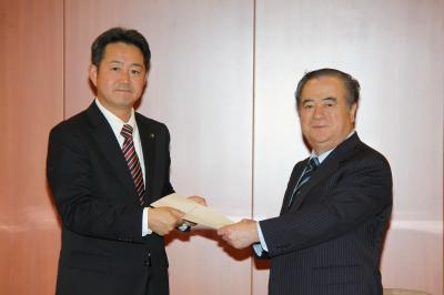 鈴木市長が要望書を提出