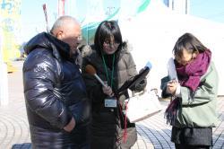 茨城放送の生番組に出演する海老澤武美さん