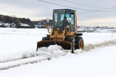 重機による除雪作業