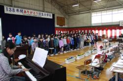 思い出の校舎を合唱