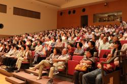満員の客席