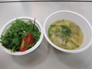 『なめがた野菜サラダと豚汁』の画像
