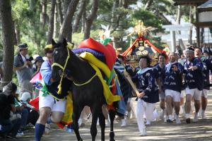 『馬とお神輿3』の画像