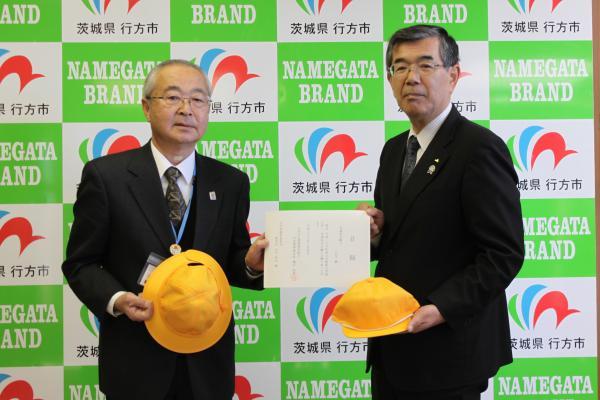 『29年度黄色い帽子贈呈』の画像