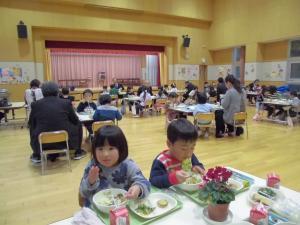 『玉造幼稚園での給食参観』の画像