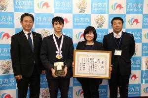 『20171222第12回若年者ものづくり競技大会金賞橋本さん来庁報告』の画像
